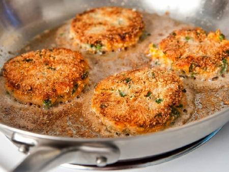 Пържени кюфтета от сьомга с пюре от брюкселско зеле - снимка на рецептата